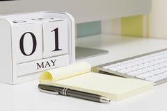 Calendrier de forme de cube pour le 1er mai Image libre de droits
