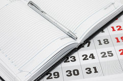 Calendrier et agenda avec le crayon lecteur. Photos stock
