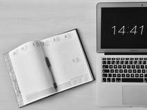 Calendrier et ordinateur portable Image stock