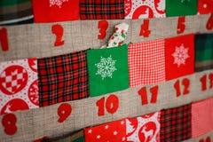 Calendrier mou de Noël de textile avec des poches sur le mur Photographie stock
