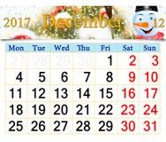 Calendrier pour décembre 2017 avec le bonhomme de neige fabuleux Image libre de droits