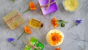 calendula cosmético poner crema de la flor, relajación de la cámara lenta metrajes