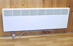 Calentador eléctrico montado en la pared del hogar fotos de archivo