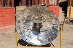 Calentador parabólico solar, Himalaya, Nepal Fotografía de archivo libre de regalías