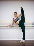 Calentamiento de la muchacha del bailarín Fotografía de archivo