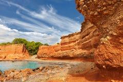 Caleta海滩在伊维萨岛,有它的红色地球的 图库摄影