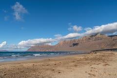 Caleta de Famara παραλία σε Lanzarote, Κανάρια νησιά, Ισπανία στοκ φωτογραφίες με δικαίωμα ελεύθερης χρήσης