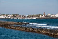 Caleta de Fustes, Fuerteventura, con il faro Fotografia Stock