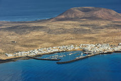 Caleta De Sebo miasteczko na Graciosa wyspie, wyspy kanaryjska, Hiszpania obraz royalty free