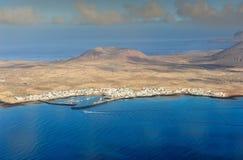Caleta de Sebo stad på den Graciosa ön, kanariefågelöar, Spanien arkivfoton