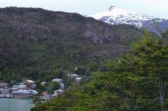 Caleta Tortel, крошечная прибрежная деревушка расположенная посреди фьордов Aysen южных Chile's Стоковые Фото