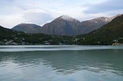 Caleta Tortel, крошечная прибрежная деревушка расположенная посреди фьордов Aysen южных Chile's Стоковые Фотографии RF