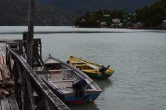 Caleta Tortel, en mycket liten kust- liten by som lokaliseras i mitt av Aysen Southern Chileâ €™sfjordar Royaltyfria Bilder