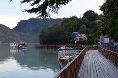 Caleta Tortel, uma aldeola litoral minúscula situada no meio dos fiordes dos €™s de Aysen Southern Chileâ fotografia de stock royalty free