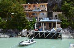 Caleta Tortel, uma aldeola litoral minúscula situada no meio dos fiordes dos €™s de Aysen Southern Chileâ foto de stock