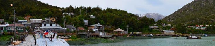 Caleta Tortel, uma aldeola litoral minúscula situada no meio dos fiordes dos €™s de Aysen Southern Chileâ fotos de stock royalty free