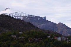 Caleta Tortel, un villaggio costiero minuscolo situato nel mezzo dei fiordi dei €™s di Aysen Southern Chileâ Immagine Stock