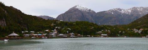 Caleta Tortel, un villaggio costiero minuscolo situato nel mezzo dei fiordi dei €™s di Aysen Southern Chileâ Immagini Stock