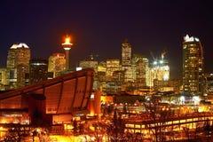 CALGARY, ALBERTA, KANADA - 18. JANUAR 2010: Der ikonenhafte Calgary-Turm in im Stadtzentrum gelegenem Calgary, Alberta mit ihm is stockfotografie