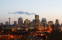 Calgary céntrica en la puesta del sol Foto de archivo libre de regalías