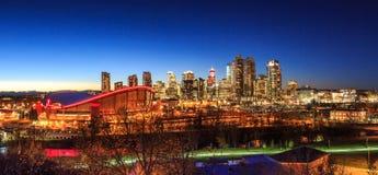 Calgary de stad in bij Nacht royalty-vrije stock fotografie