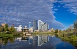Calgary del centro guardando dall'East Village immagini stock