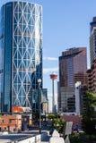 Calgary du centre comme vu du pont en rue de centre Photos stock