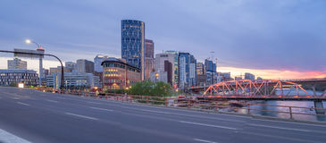 Calgary linia horyzontu przy nocą Obrazy Royalty Free