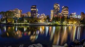 Calgary linia horyzontu przy nocą Obrazy Stock