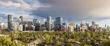 Calgary - panorama de la ciudad imagenes de archivo