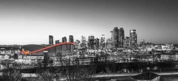 Calgary& x27; s Scotiabank Saddledome Rood licht stock afbeeldingen