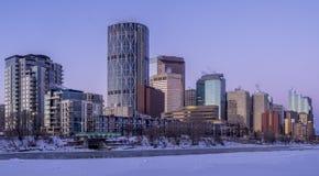 Calgary-` s Skyline bei Sonnenaufgang Stockfotografie