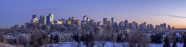 Calgary-` s Skyline bei Sonnenuntergang Stockfoto
