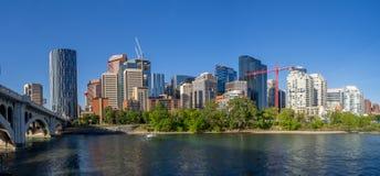 Calgary& x27; skyline de s fotos de stock