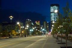 Calgary som är i stadens centrum på natten, Kanada Royaltyfri Bild
