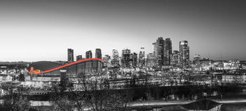 Calgary& x27; rött ljus för s Scotiabank Saddledome Arkivbilder