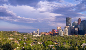 Calgary& x27; skyline de s Imagens de Stock