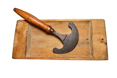 Calha de madeira do vintage, usado, rachada, com os pontos do fungo da madeira-deterioração Equipamento da família velho Isolado  imagens de stock royalty free
