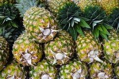 Cali ananasy przy rynkiem Obraz Royalty Free
