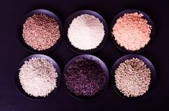 Cali foods, superfood, 6 zboży na czarnym tle Zdjęcie Stock