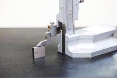 Calibração alta vernier com bloco de calibre fotografia de stock royalty free
