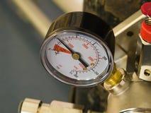 Calibrador de presión en el tanque Foto de archivo libre de regalías
