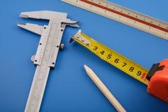 Calibrador, regla y cinta métrica Imagen de archivo