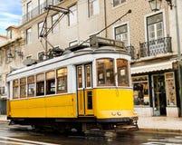 Calibratore per allineamento giallo classico di Lisbona, Portogallo Immagine Stock