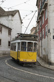 Calibratore per allineamento giallo classico a Lisbona. Fotografia Stock Libera da Diritti