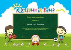 Calibre coloré de certificat de diplôme de colonie de vacances d'enfants dans la bande dessinée Image stock