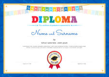 Calibre coloré de certificat de diplôme pour des enfants dans le vecteur Photo stock
