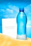 Calibre d'affaires d'été Bouteille de l'eau illustration de vecteur