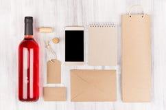 Calibre d'identité d'entreprise pour l'industrie vinicole, emballage beige vide de papier d'emballage, papeterie, ensemble de tél Image stock