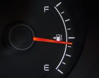 Calibre de combustível que mostra o tanque completo Fotografia de Stock